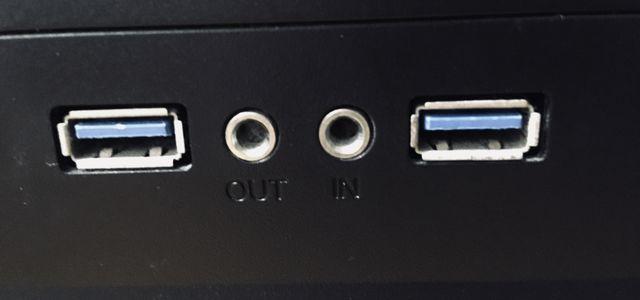 PC標準のマイク入力とイヤホンジャック